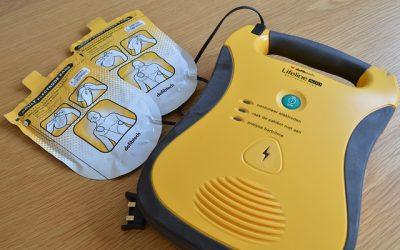 Qu'est-ce qu'un défibrillateur externe automatisé ?
